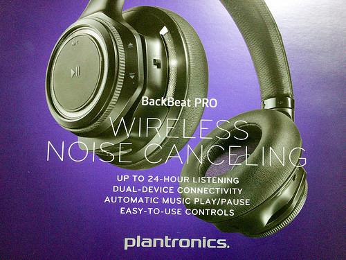 昨年は『ヒモ』!今年は『耳あて』!?なのです。【plantronics BackBeat PRO】の巻。