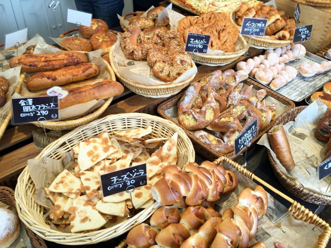 行列のできるクレセントなパン屋さん。『fresh bake』さんの巻。