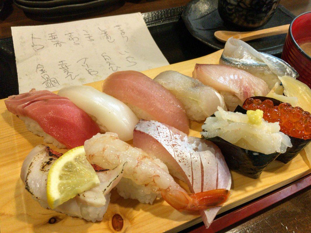 鮮魚といえば魚笑さん。でもこれまで刺身定食しか食してなかったんで、改めて寿司ランチを啄むのです。