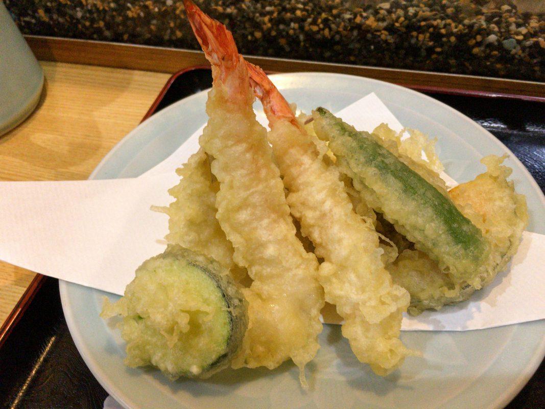 昭和なロードの天ぷら屋さん『ささはら』さんの天ぷら定食。