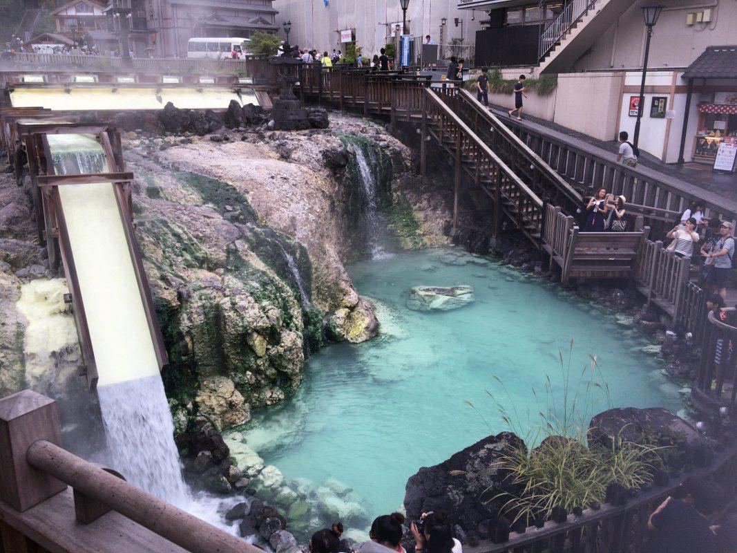 街中湯ノ花の匂いに塗れた草津温泉をぶらり。賽の河原公園〜湯畑〜光泉寺。