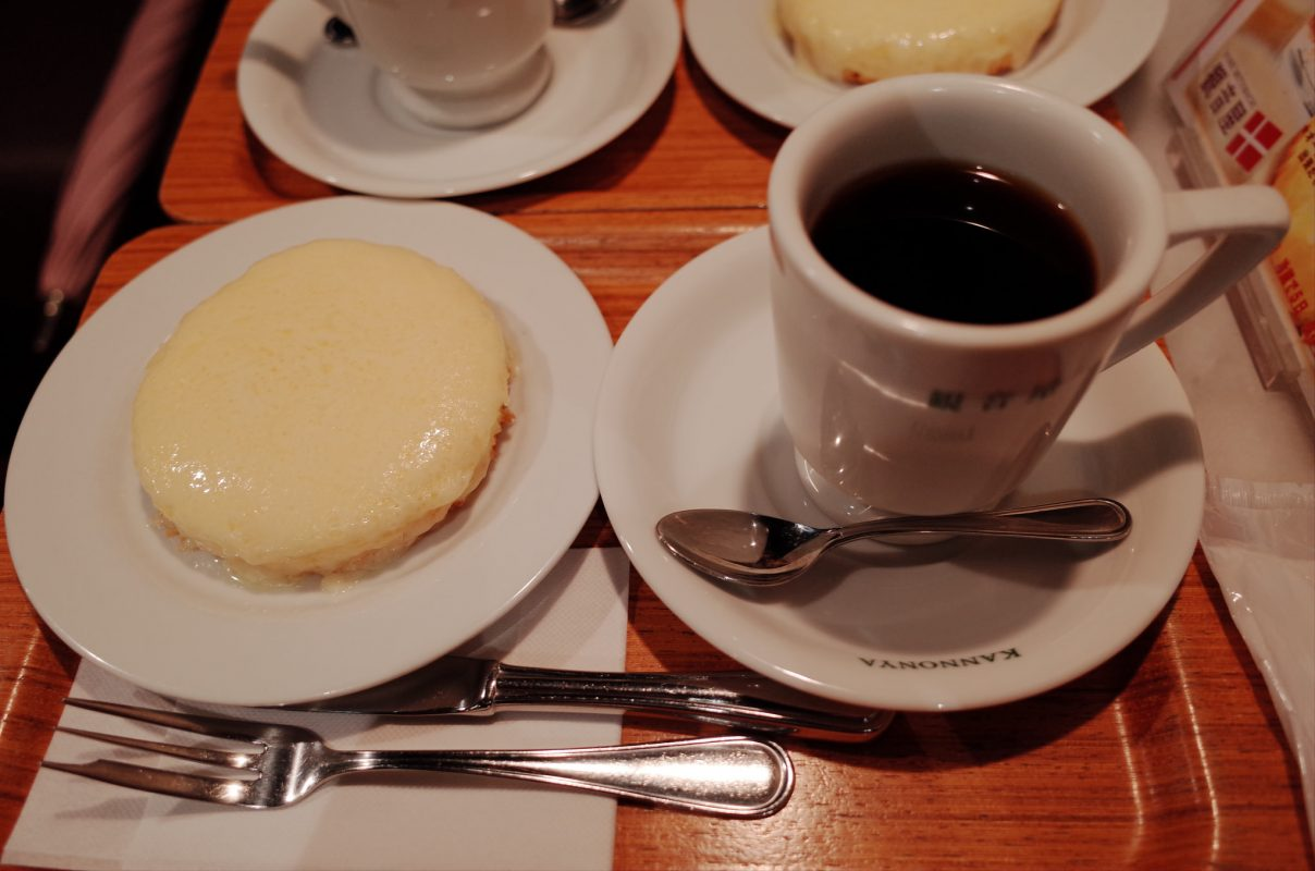【神戸旅行】神戸元町『観音屋』さんであつあつチーズケーキをご所望です。
