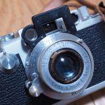 Leica Ⅲfにアクセサリーを付けるとスチームパンクな佇まいが増しまします。