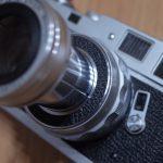 持ち運びに便利な沈胴レンズLeica Elmar 90mm f4.0をお迎えです。