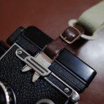 Rolleiflex 2.8Fに必須なカニ爪ストラップにはcam-inさんのストラップアダプターで解決です!
