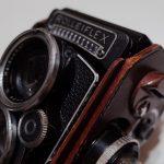 革を纏うとマイルド感が増し増して、純正Rolleiflex 2.8F用ケース。